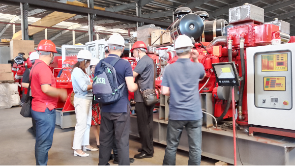 中石化工齐鲁分公司等领导莅临我司对消防泵进行发货前验收